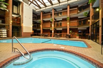 Best Western Swimming Pool